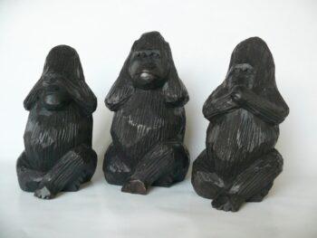 konžský přírodní suvenýr - 3 dřevěné figurky goril