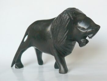 konžský přírodní suvenýr - dřevěná figurka lva