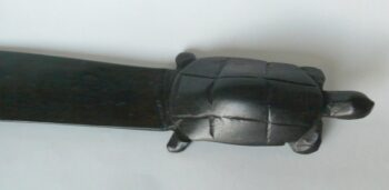 konžský přírodní suvenýr - dřevěný dopisní nůž s rukojetí ve tvaru želvy