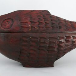 konžský přírodní suvenýr - dřevěná krabička ve tvaru tilápie