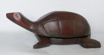 konžský přírodní suvenýr - dřevěná krabička ve tvaru želvy